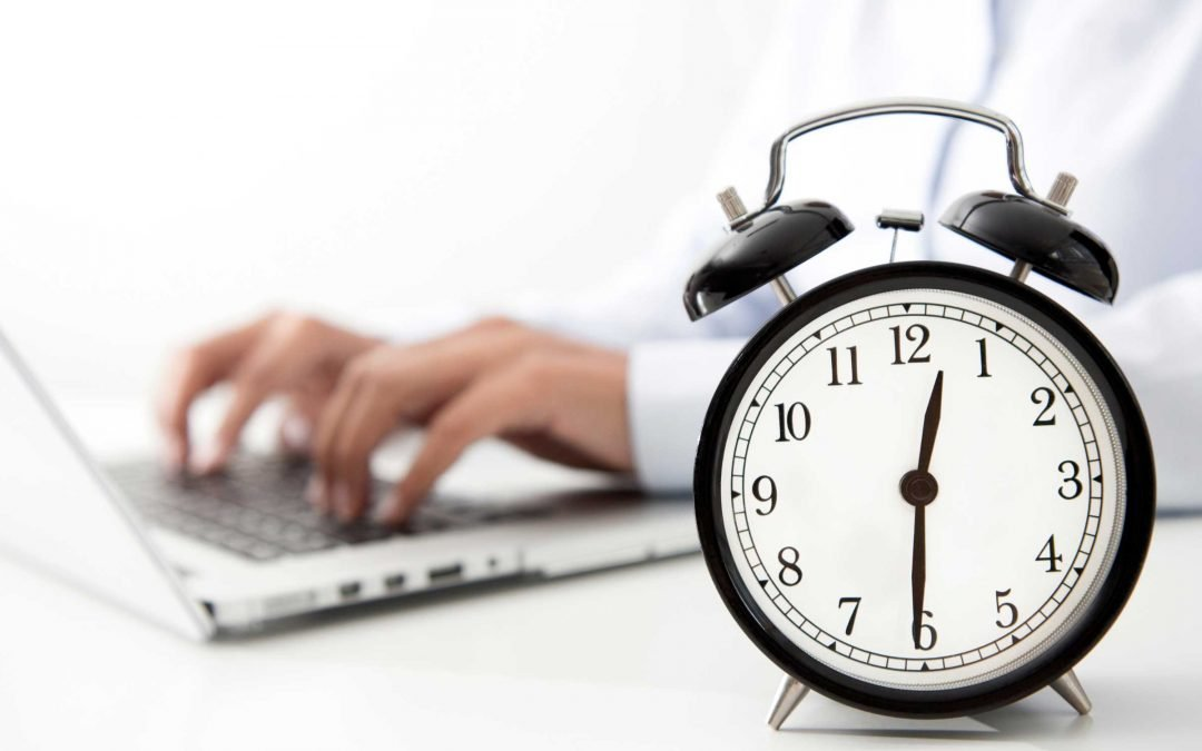 How many hours a week does a Management Consultant work?